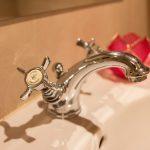 fotografia detalle griferia baños marbella jccalvente.com