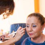 madre de la novia en maquillaje