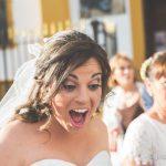 Novia sorprendida con algunos reencuentros fotografo bodas la linea algeciras tarifa