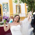 novia feliz tras casarse