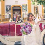 Novia con el ramo al salir de la boda fotografo bodas la linea algeciras tarifa