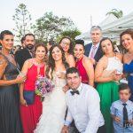 grupo de amigos en la boda