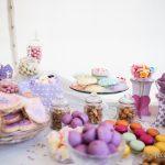 Mesa de dulces en boda, llena de colores y sabores