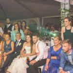 los novios viendo el same day edit en la celebraicon de boda fotografo bodas la linea algeciras tarifa