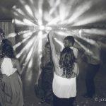 invitados bailando entre el juego de luces fotografo bodas la linea algeciras tarifa