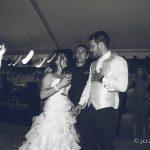 Boda Algeciras los novios disfrutando con el DJ de la boda